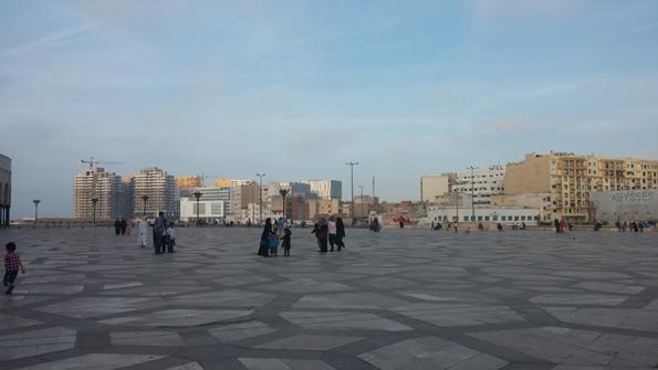 Vue de la Mosquée : la nouvelle marina, à gauche, et juste à droite la vieille ville