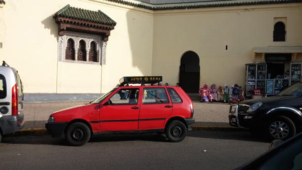 Beaucoup de voitures à Casablanca... et ses 'petits taxis' !