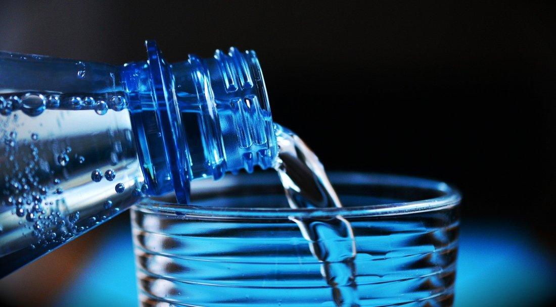 Boire un verre d'eau pour se concentrer