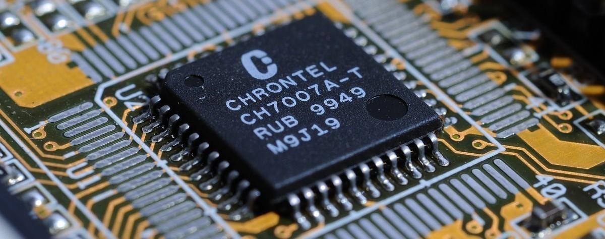 C'est l'ordinateur qui est calqué sur le cerveau et notamment la mémoire, pas l'inverse !